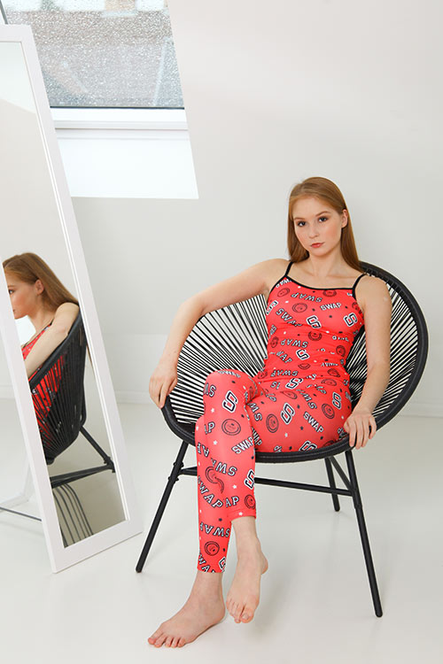 SWAP elasztikus poliészter leggings, derekán széles gumipánttal, feliratos lazac színben.